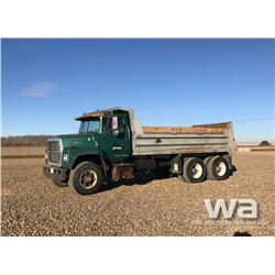 1988 FORD L8000 T/A GRAVEL TRUCK