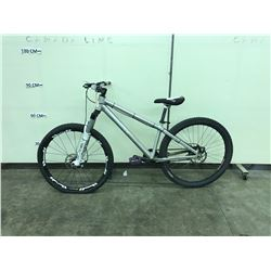 SILVER CANNONDALE 10 SPEED FRONT SUSPENSION MOUNTAIN BIKE