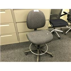 GREY PATTERNED ADJUSTABLE HEIGHT PROGRAMMERS CHAIR