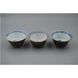 Three Small Blue-and-White Bowl with its External in Brown-Glazed Color.
