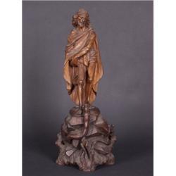 Christus. Lindenholz. Vollrund geschnitzte Figur im in Falten gelegtem Umhang. Aus einem naturalisti