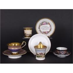 Konvolut. Fünf Teile. Sammeltasse mit Untertasse, Russland um 1800. - Tasse mit fein gemalter Ansich