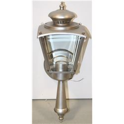 NEW OUTDOOR LIGHT FIXTURE 308117PT