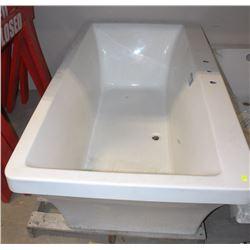 """SHOWHOME SOAKER TUB 67"""" X 36"""" X 19"""""""
