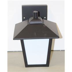 NEW OUTDOOR LIGHT FIXTURE 312050BK/WH