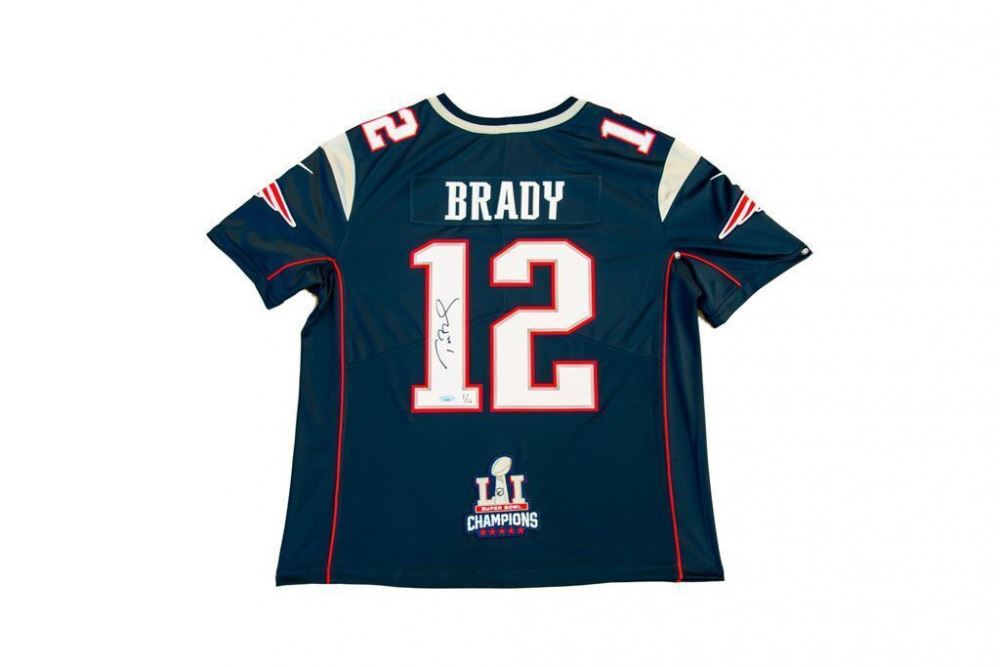 timeless design fe6d1 c9557 Tom Brady Signed Patriots Limited Edition Jersey with Super ...