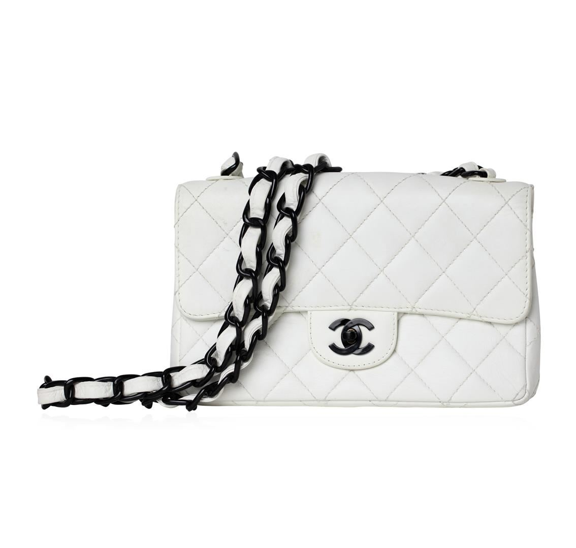 b0b1422f605989 Image 1 : Chanel White Single Flap Bag with Black Hardware ...