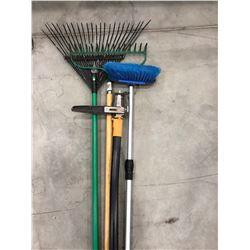 2 Lawn rakes, Fiskars weed tool & Simoniz vehicle washing brush