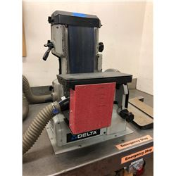 Delta belt sander modified, 1 1/2 hp Mod. 31-300, 2 spare belts