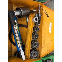 Hydraulic punch set