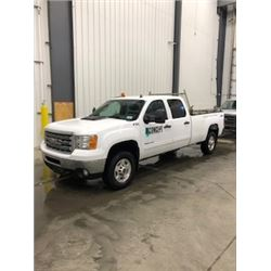 Correction 2014 not 2013 GMC 2500 HD Longbox crewcab Z71 4x4, 6.0 L, V8, app 97,000 klms, new tires