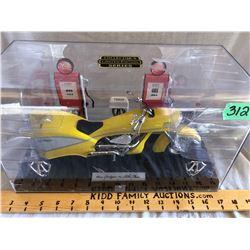 NESS MODEL MOTORBIKE W/GAS PUMPS IN PRESENTATION CASE
