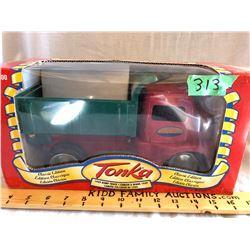 TONKA 1949 DUMP TRUCK MODEL IN BOX