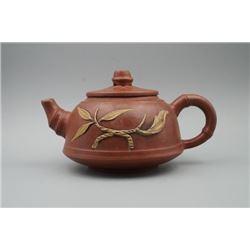 """A """"Tang Du Tao Ye Sheng Chan He Zuo She"""" Mark Yixing Teapot."""