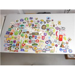 ASSORTED SCOUT/ CUBS BADGES & PATCHES