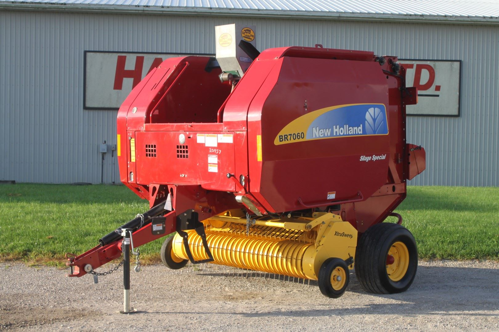 2009 NH BR 7060 round baler, sileage special, net wrap
