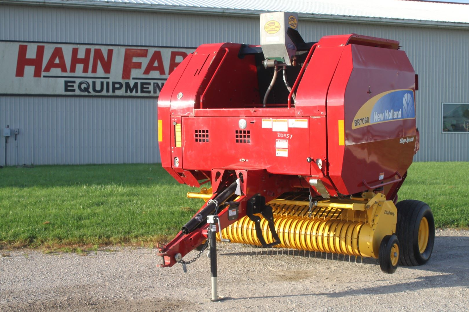 2009 NH BR 7060 round baler, sileage special, net wrap, wide pickup