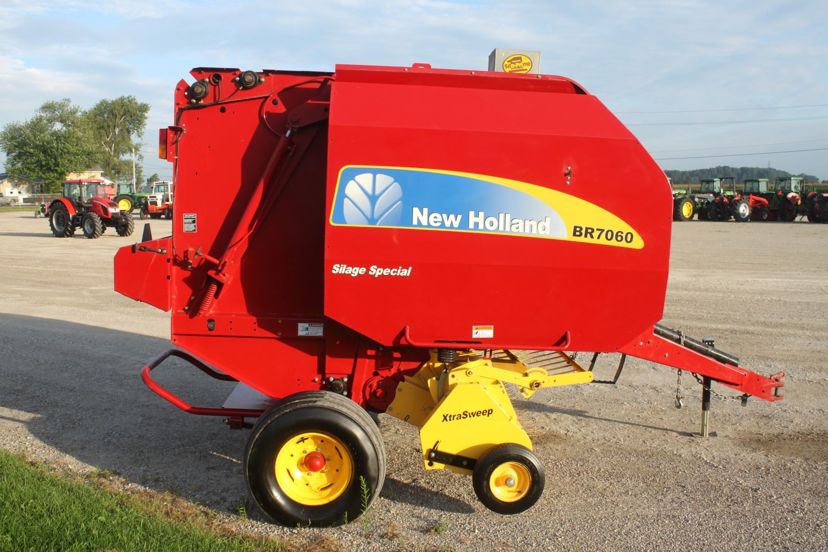 2009 NH BR 7060 round baler, sileage special, net wrap, wide