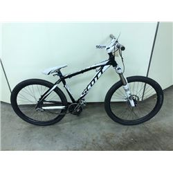 BLACK AND WHITE SCOTT SINGLE SPEED DIRT JUMPING BIKE WITH FRONT DISK BRAKE