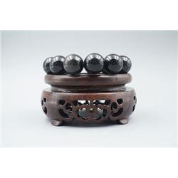 A Obsidian Beads Bracelet.