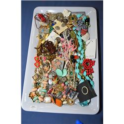 Tray lot of vintage costume jewellery including necklaces, earrings, rings, brooches etc.