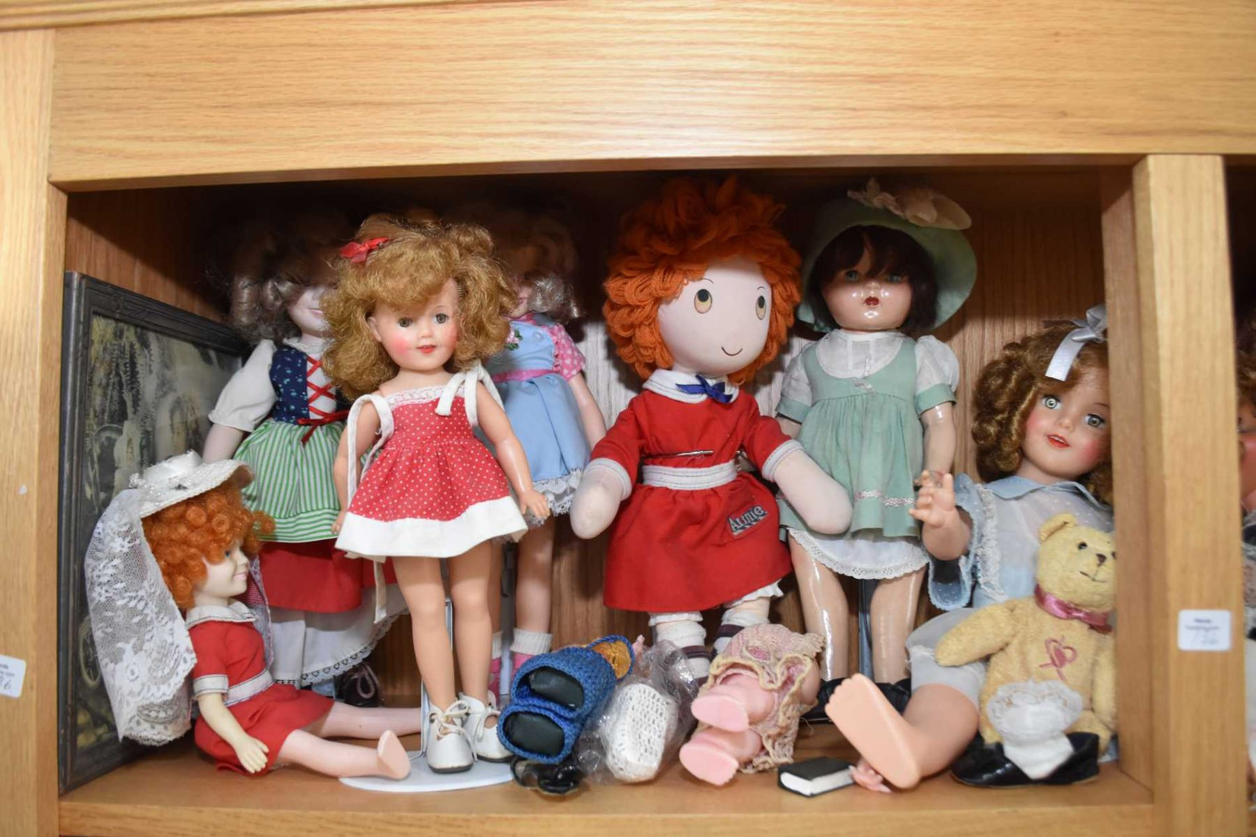 c305b1a44a5a Image 1 : Shelf lot of vintage and collectible dolls including Shirley  Temple, composition, ...