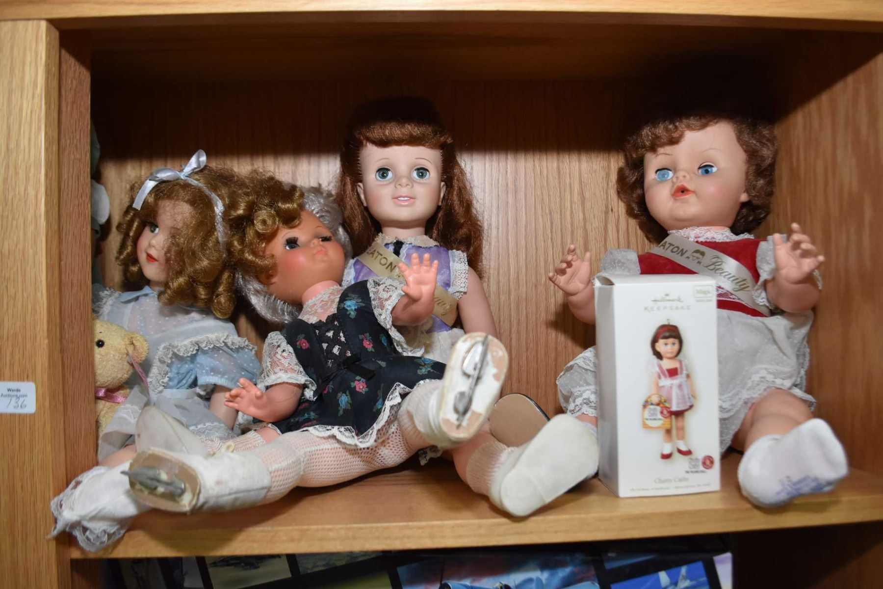 7efc08b2ae85 ... Image 2 : Shelf lot of vintage and collectible dolls including Shirley  Temple, composition,