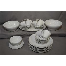 "Selection of Rosenthal ""Chantilly"" dinner ware including eight dinner plates, seven side plates ten"