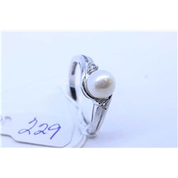 Ladies 10kt white gold and genuine pearl ring set with accent diamonds