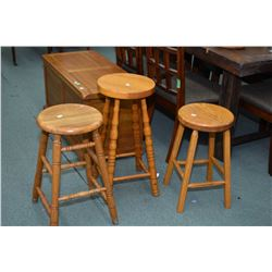Round quarter cut oak Mission style occasional table and 4 small stools