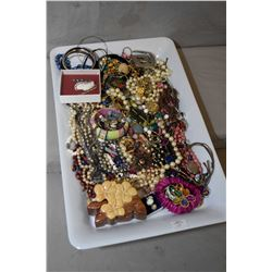 Tray lot of vintage and collectible costume jewellery including necklaces, bracelet, earrings, bangl