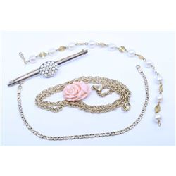"""Selection of vintage jewellery including 10kt yellow gold bracelet, 10kt yellow gold 16"""" gold chain"""