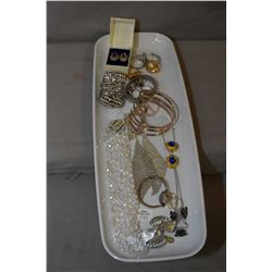 Tray lot of vintage costume jewellery including crystal beaded necklace, sterling silver earrings, d