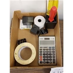 BUNDLE LOT: BOX OF APPROX 20 ITEMS/CALCULATOR/ROLL PAPER/TAPE/CLIPS/ORGANIZERS