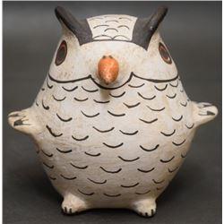 ACOMA INDIAN POTTERY OWL  (CHINO)