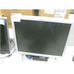 """HP 19""""LCD w/vga cable"""