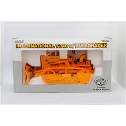Case IH T-340 w/ Bullgrader Ertl 1:16 scale Has Box