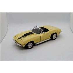 1967Chevrolet Corvette L-71 1:18 scale Has Box