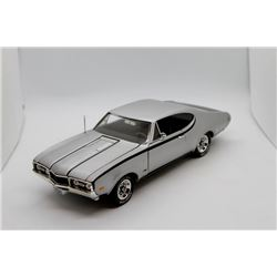 1968 Oldsmobile 1:18 scale Has Box