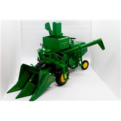 John Deere 45 combine Prestige Collection Ertl 1:16 Has Box