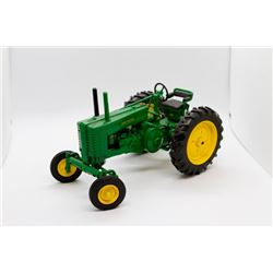 1947 John Deere Model G Prestige Collection Ertl 1:16 Has Box