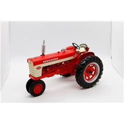 Farmall 460 Precision Series 1:16 Has Box