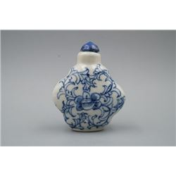 "A Blue-and-White ""Floral"" Pattern Snuff Bottle"
