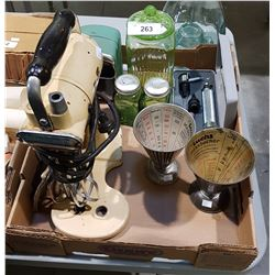 BOX LOT OF VINTAGE KITCHEN ITEMS