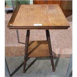 ANTIQUE OAK OCCASIONAL TABLE W/BOBBIN TURNED LEGS