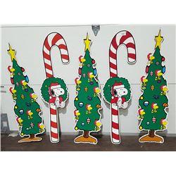 FIVE VINTAGE SNOOPY CARDBOARD CHRISTMAS DECORATIONS