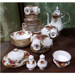 """APPROX 63 PIECE ROYAL ALBERT """"OLD COUNTRY ROSES"""" BONE CHINA SET"""