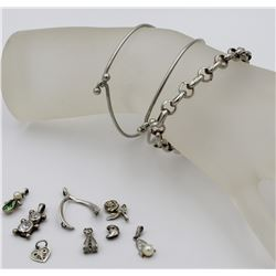 GROUP LOT OF CHARM BRACELETS AND CHARMS