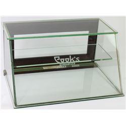 Fine counter top showcase