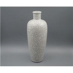 A Ge Glaze White Vase.